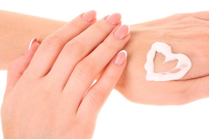کرم دست و ناخن مناسب برای ما کدام است و چه تاثیری روی پوست دارد؟