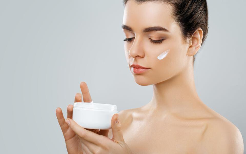 مراقبت از پوست صورت با کرم روز مناسب