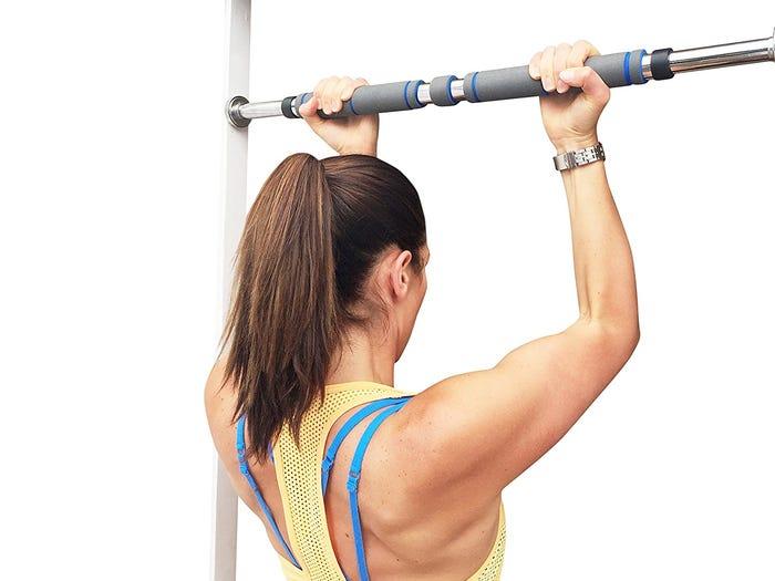 بارفیکس ورزشی برای افزایش قدرت بدن و آمادگی جسمانی